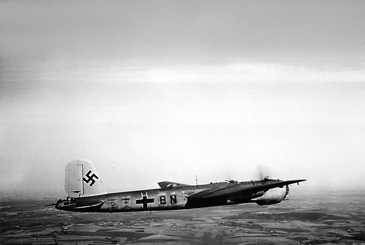 B.He-177-von-der-Seite-Panorama-Eddie-177-553-compressor